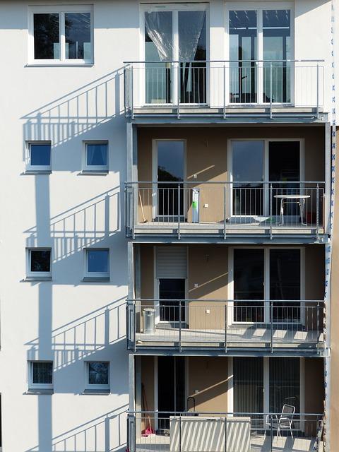 Balkony z balustradami nierdzewnymi