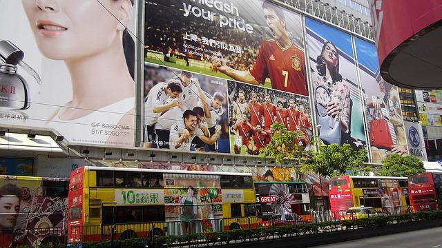 Reklamy firmowe w mieście