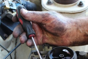 Naprawa w warsztacie mechaniki samochodowej