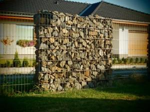 ogrodzenia gabionowe przed domem