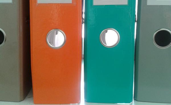 plastikowe pojemniki biurowe na dokumenty